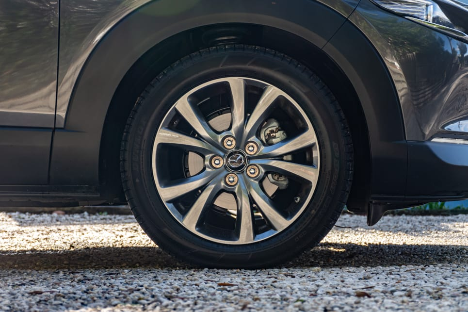 The Astina comes with 18-inch gunmetal alloy wheels.