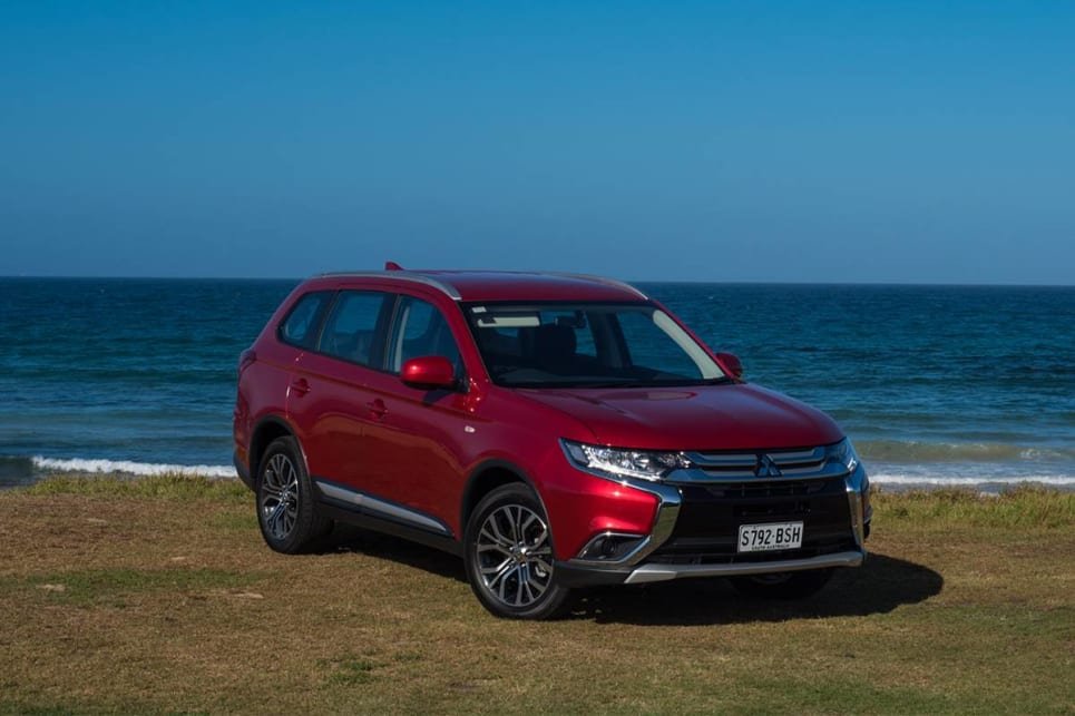 Mitsubishi Outlander 2WD petrol 2018 off-road review | CarsGuide