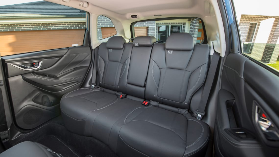 The leather seat trim covers both rows. (2.5i-S variant pictured)