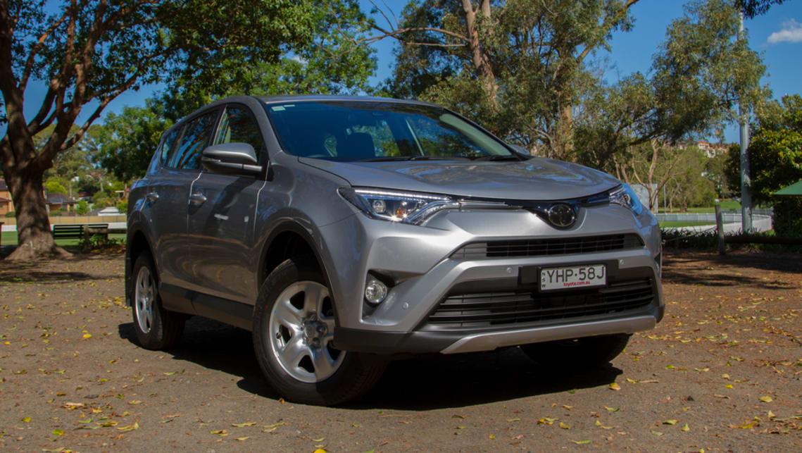 Toyota RAV4 GX 2018 review | CarsGuide