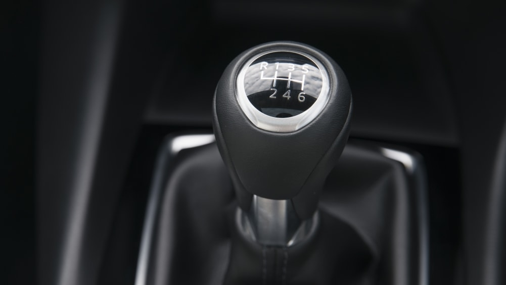 How to drive a manual car - Car Advice   CarsGuide