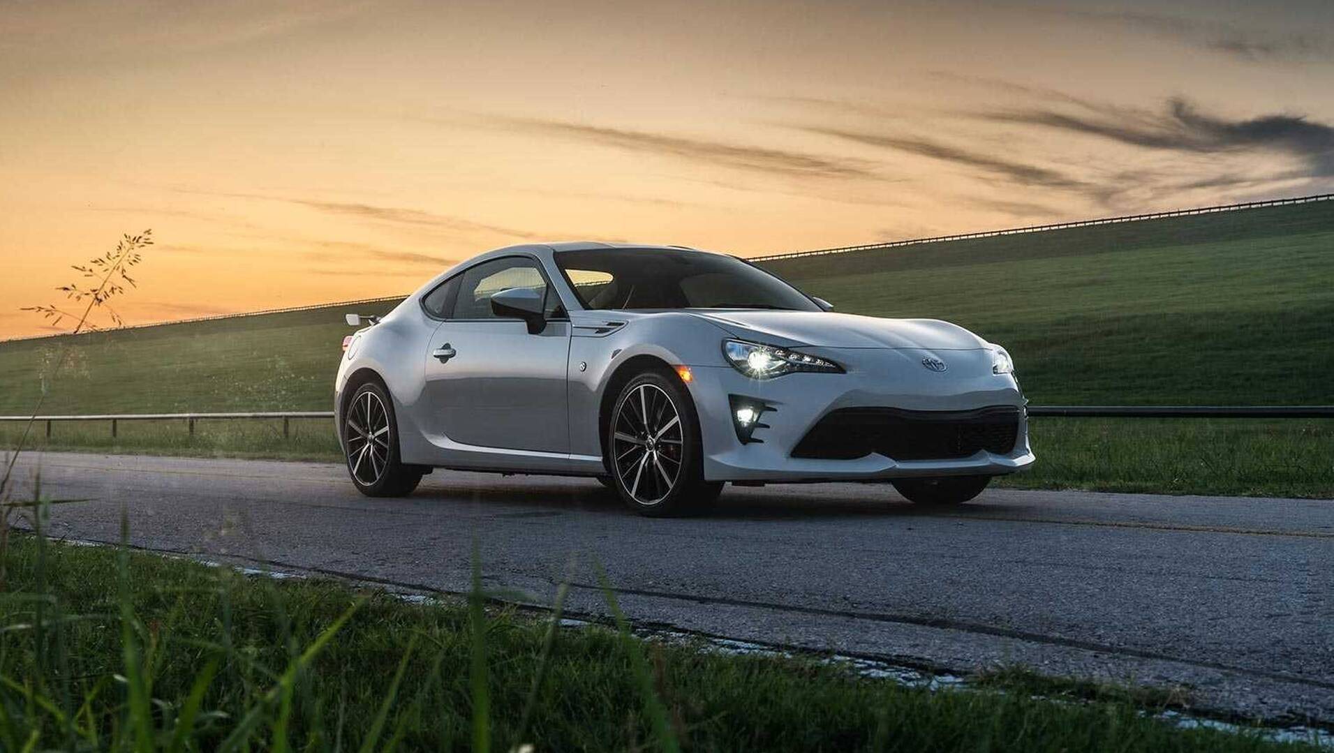 Toyota 86 2020 gets Apple CarPlay and Android Auto update in
